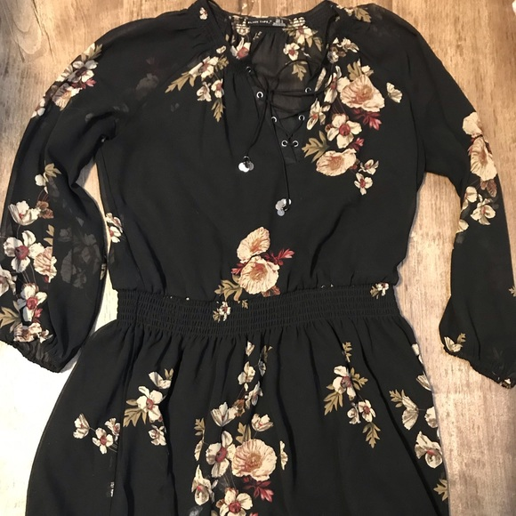 Black Tops - Black Tape Floral Lace-Up Tunic (sz L)